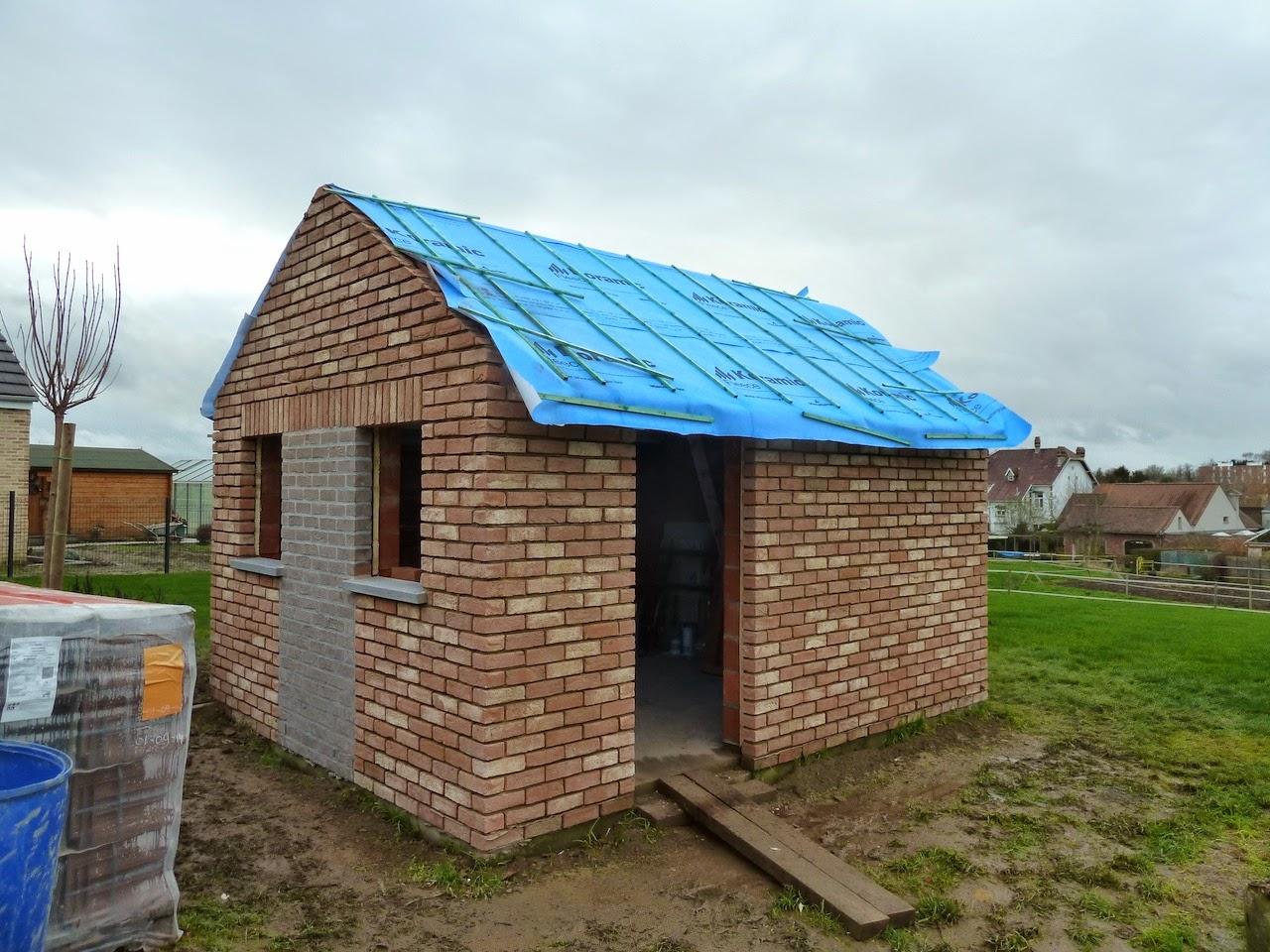 La construction de notre maison abri de jardin for Toiture abri de jardin