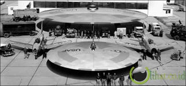 UFO (unidentified flying object)