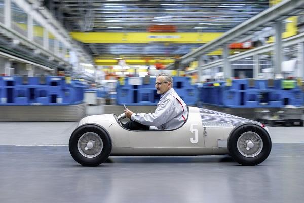 """Audi reproduce el """"Auto Union Typ C"""" con impresoras 3D"""