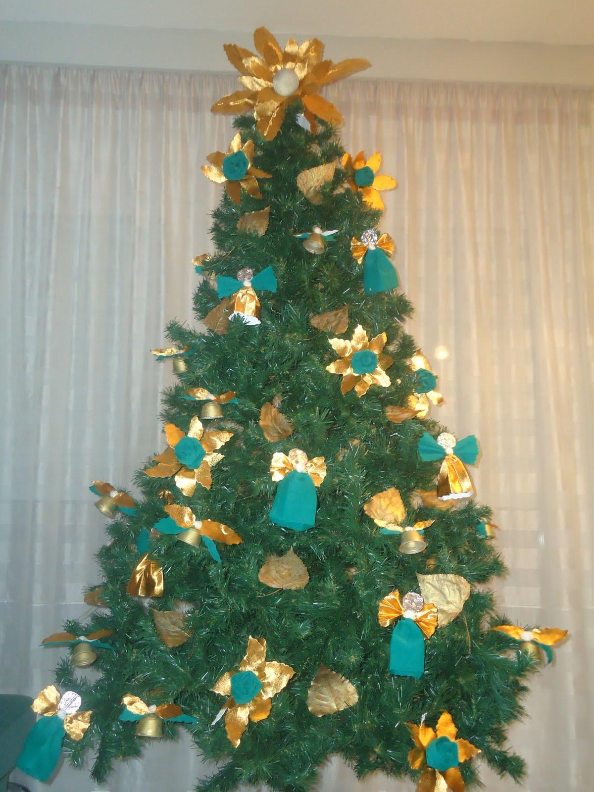 Manualidades y decoraci n arbol navide o verde dorado - Decoracion arboles navidenos ...