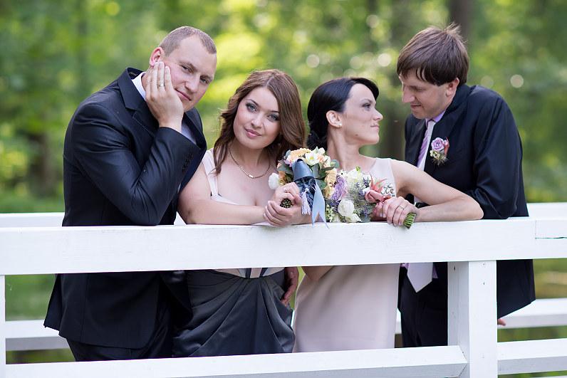 moderni vestuvių fotosesija parke