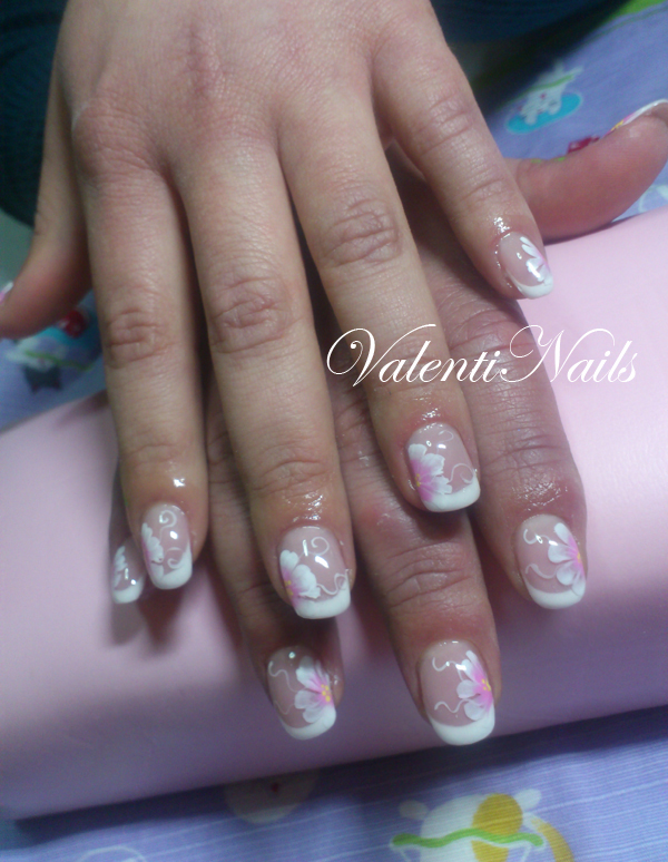 Colata di Gel su unghia naturale con margherite in micropittura ,)