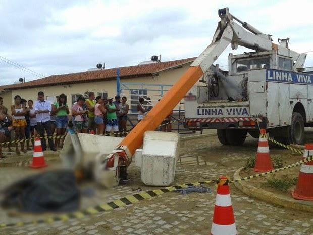 Corpos dos operários foram encaminhados ao DPT de Euclides da Cunha (Foto: Érico Souza de Jesus/Site Tucano BR)
