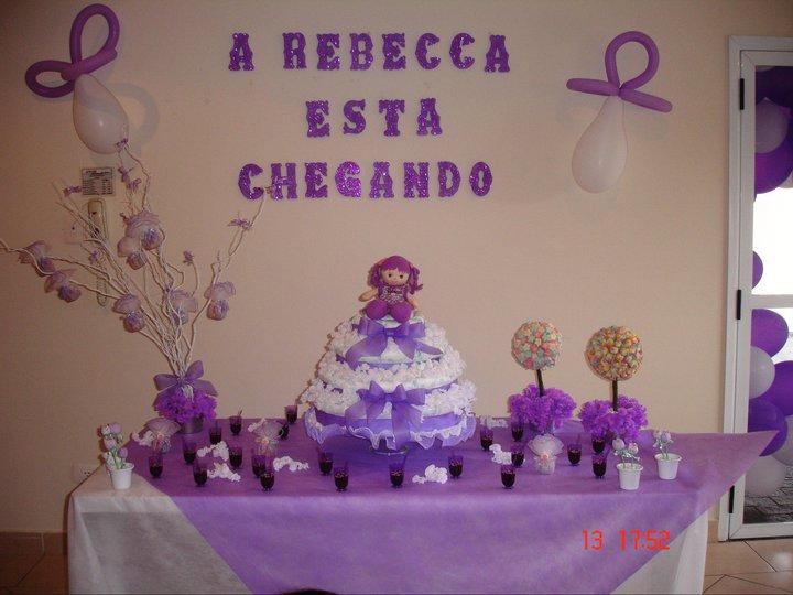 mesa de chá de bebê lilás