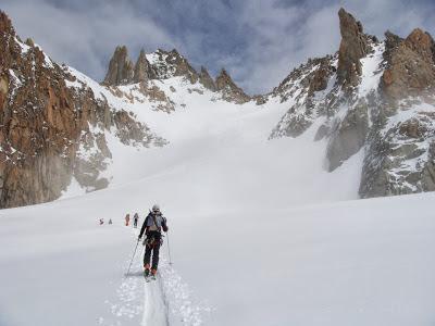 Esquí de montaña hacia el Col du Tour.