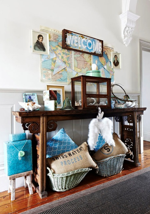 guardar atrezzos del hogar en cestas de mimbre