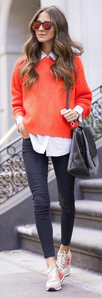 Pullover laranja, camisa listrada, jeans e tênis - amamos o tênis esportivo com a calça skinny! #streetstyle