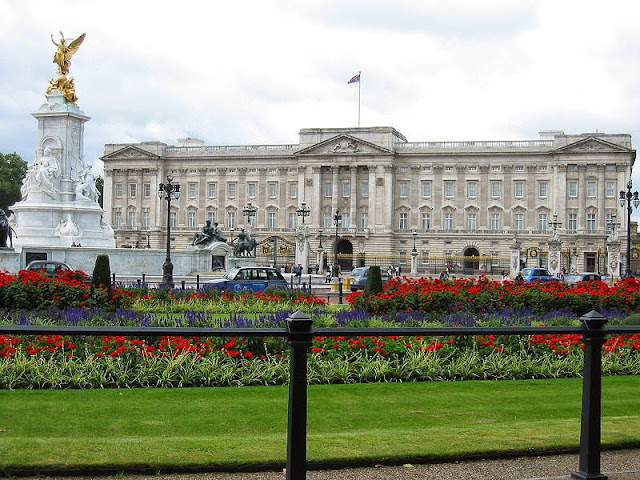 Buckingham Palace in London - attractions