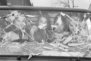 Niñas tras el cristal del coche. Bosnia. Guerra de los Balcanes. Marzo 1994 niã±as tras el cristal del coche