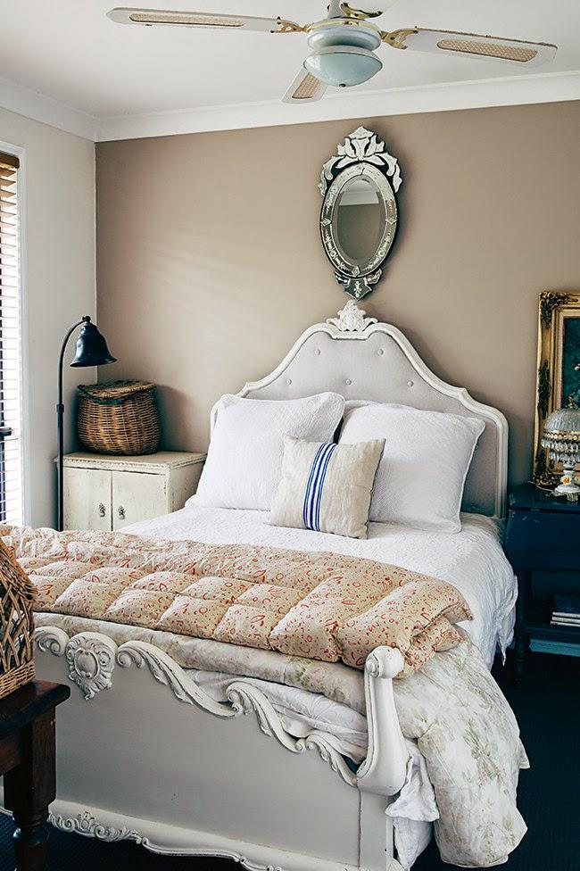 wystrój wnętrz, wnętrza, mieszkanie, dom, home, decor, aranżacje,shabby chic, vintage, meble, ratanowy fotel, sypialnia, łóżko