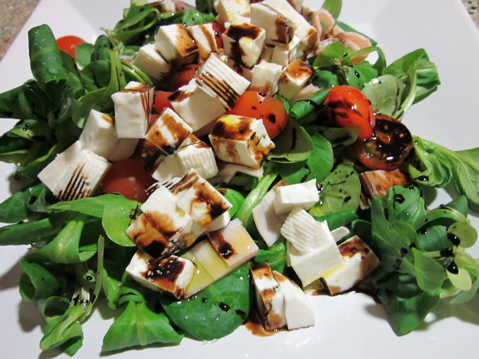 Gastronofilia ensalada de can nigos y queso fresco - Ensaladas con canonigos ...