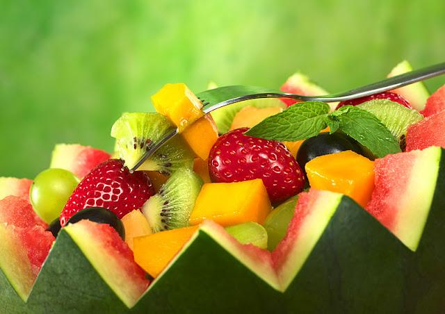 salada de frutas uva morango melancia kiwi manga pessego