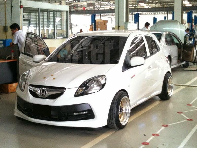 modifikasi mobil honda brio satya putih