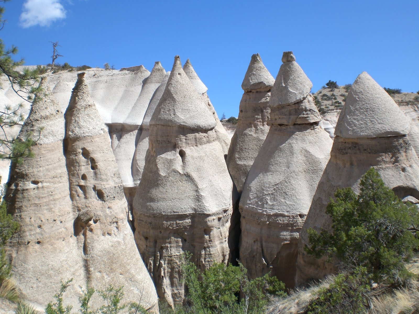 A year and four months after relocating to New Mexico I finally made it to Kasha-Katuwe Tent Rocks National Monument about an hour and a half north in the ... & OH THE PLACES YOUu0027LL GO: A Hoodoo Needs Its Hat