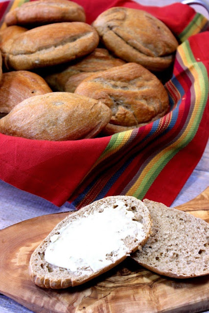 http://www.kudoskitchenbyrenee.com/2015/05/whole-wheat-mexican-bolillos.html