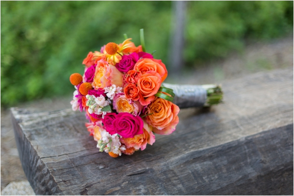 pink and orange bouquet / photography by Emily Crall Photography via www.lemagnifiqueblog.com