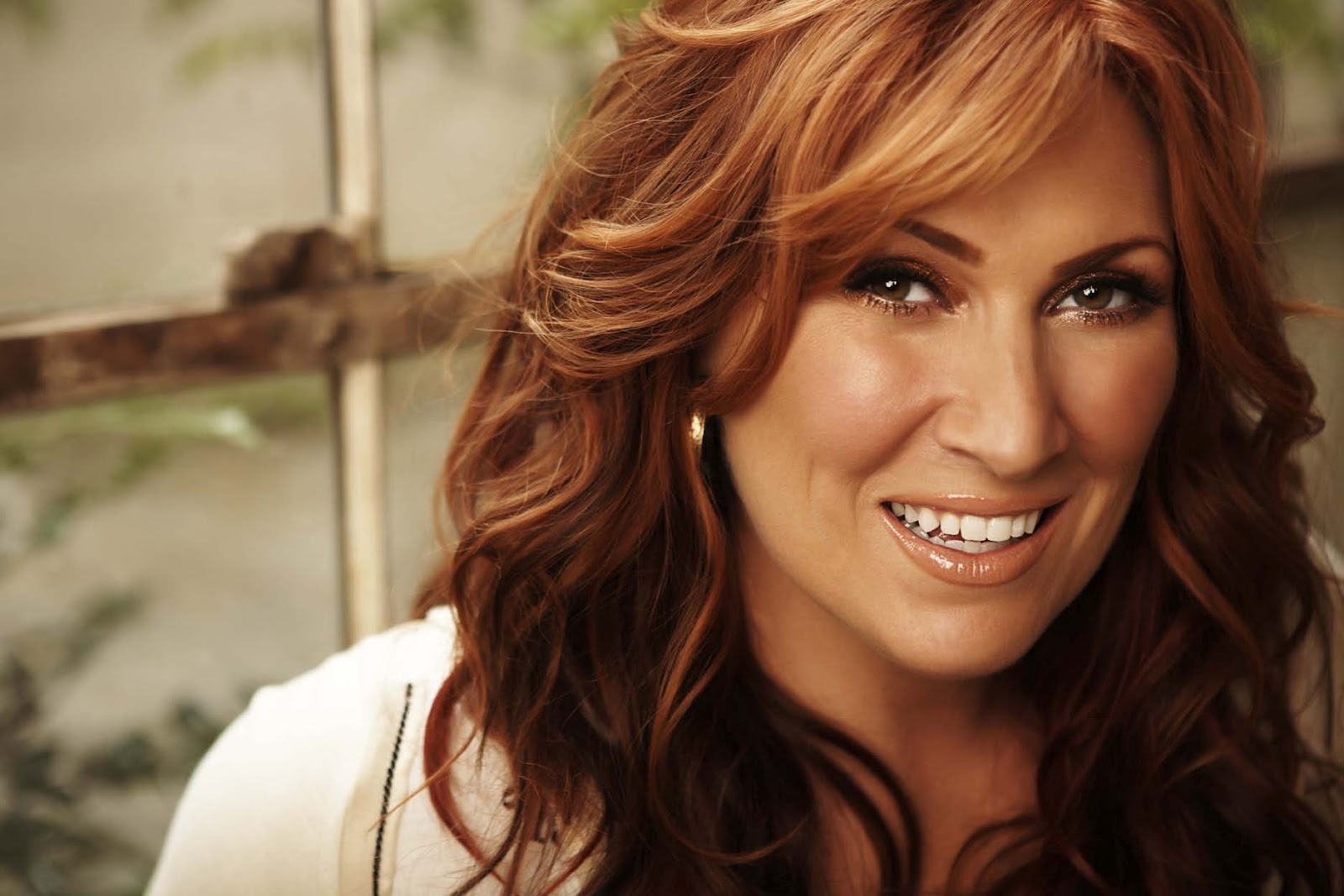 Jo Dee Messina Thinks Chris Young Is An Ass