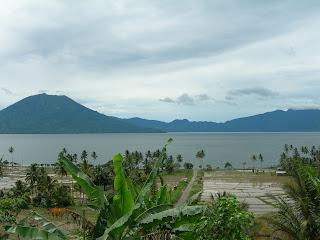 Pemandangan Alam Danau Ranau