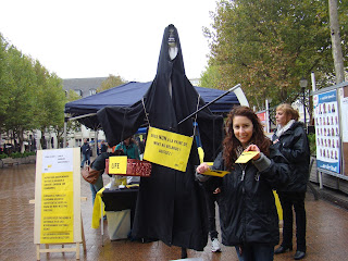 http://amnesty-luxembourg-photos.blogspot.com/2013/07/death-penelty-demo.html