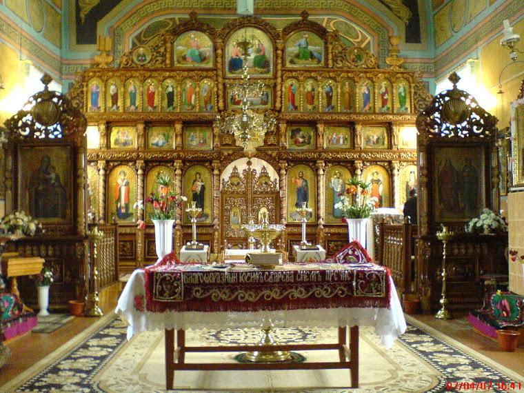 Iconostasul bisericii