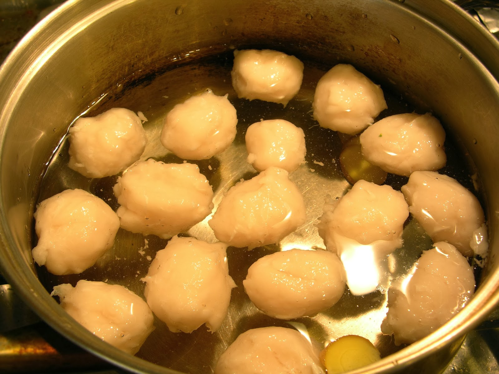 Homemade oil free pure swai fish ball with 3 ingredients for Chinese fish balls