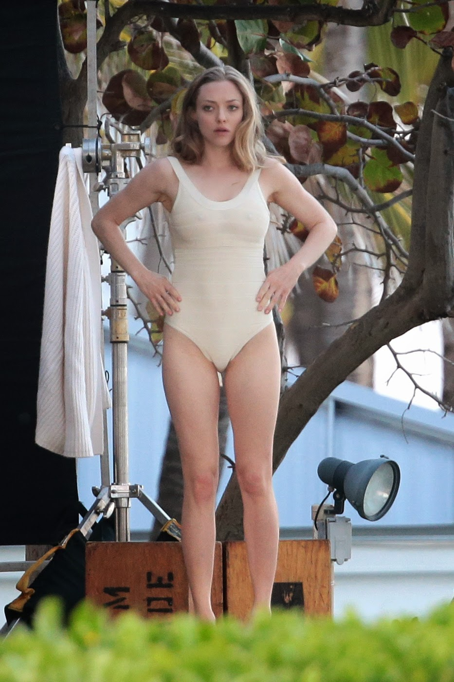 Amanda Seyfried bends ...