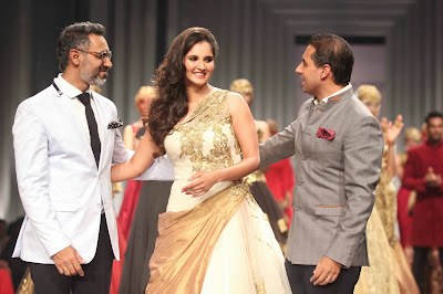 Sania Mirza walks for Shantanu Nikhil at AVBFW 2013