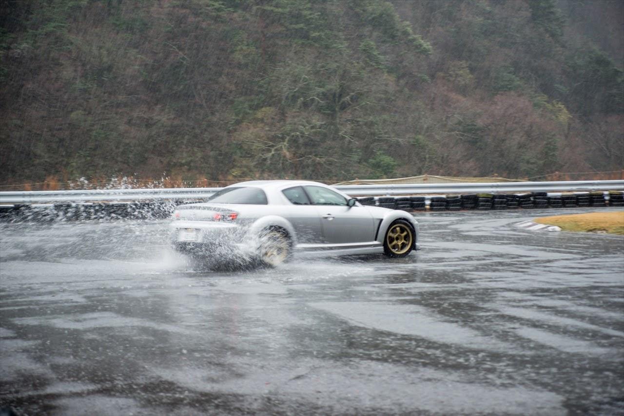Mazda RX-8, drift, deszcz, sport, silnik Wankla, rotary, jazda bokiem, japońska motoryzacja