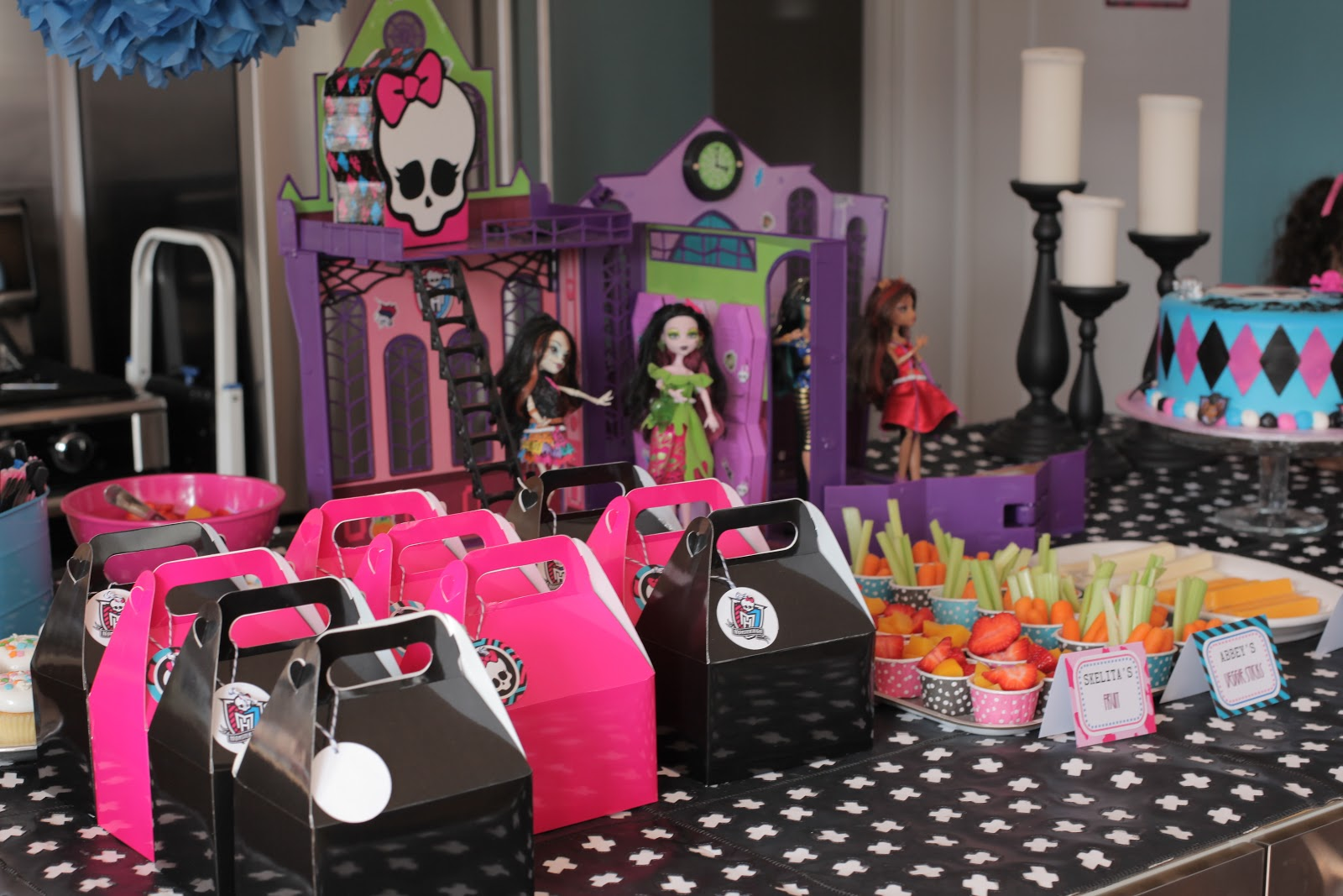 Neighborhood kids ava 39 s 7th monster high birthday party for Decoration ideas 7th birthday party