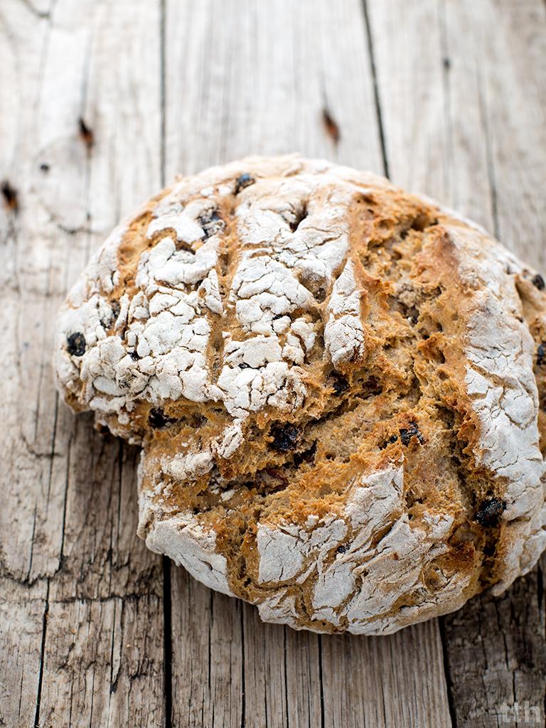 chleb żytni orzechy włoskie rodzynki przepis wegański blog