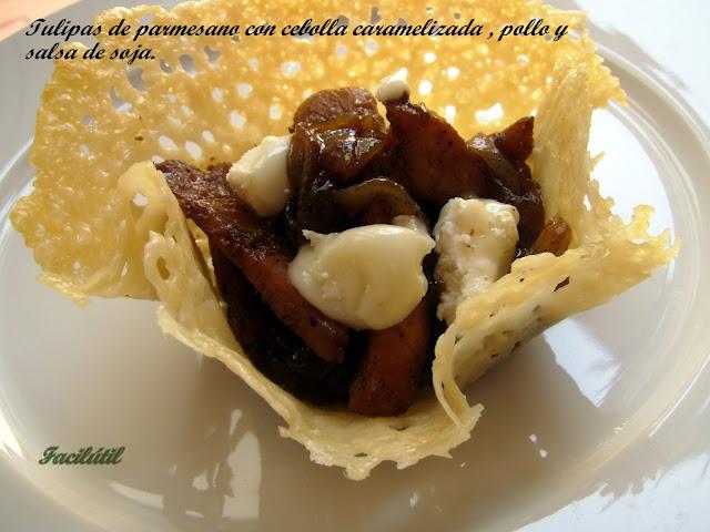 tulipas-de-parmesano-con-cebolla-caramelizad-y-pollo