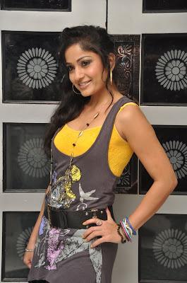 Gorgeious Madhavi latha latest looking pictures
