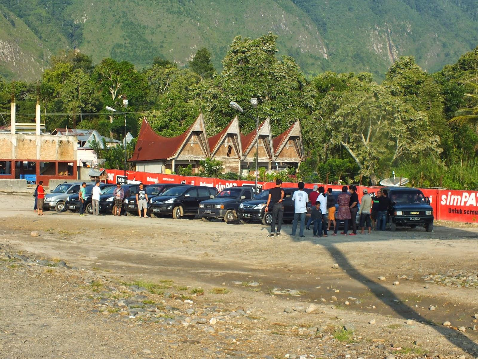 parkir di pelabuhan tomok