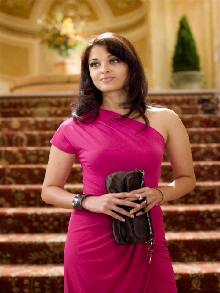 Aishwarya Rai In Pink Mini SKirt Unseen Pics of hot bollywood actress oops panty upskirt  pics
