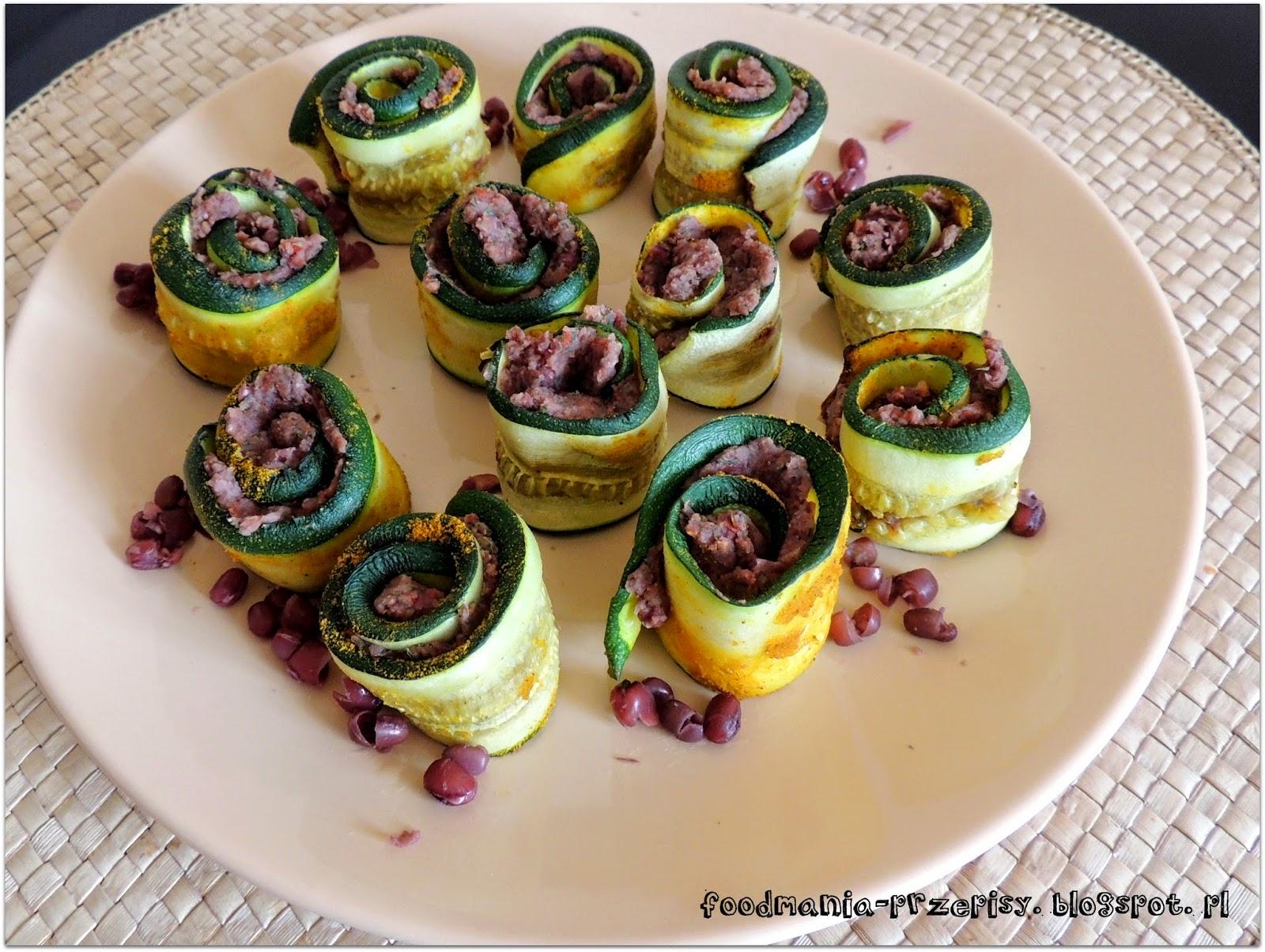 http://foodmania-przepisy.blogspot.com/2014/04/roladki-z-cukinii-z-pasta-z-fasoli.html