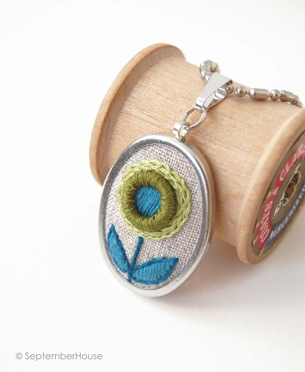 hand embroidery oval pendant necklace