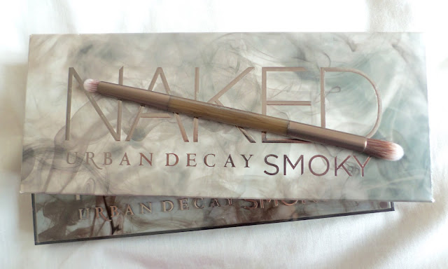 Urban Decay Naked Smoky eyeshadow Palette Review blending brush