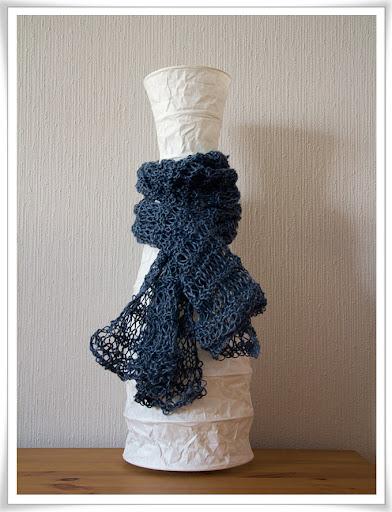 Stickad hålig blå linsjal