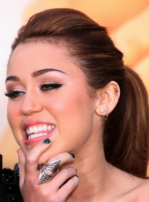 Biography Miley Cyrus on Wags Up          Miley Cyrus Short Biography By Fanpixx