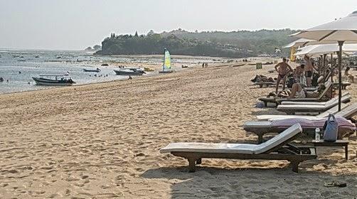 Pesona Indahnya Pantai Geger Sawangan Lombok