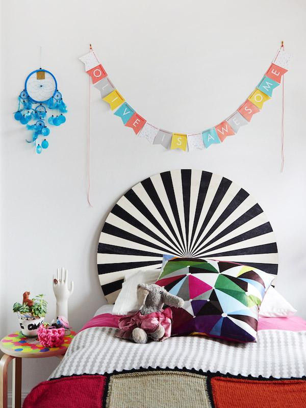dormitorio infantil con muchos colores