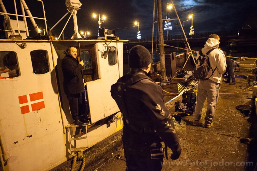 Луи Фонтейн на борту своего судна после его поднятия из воды