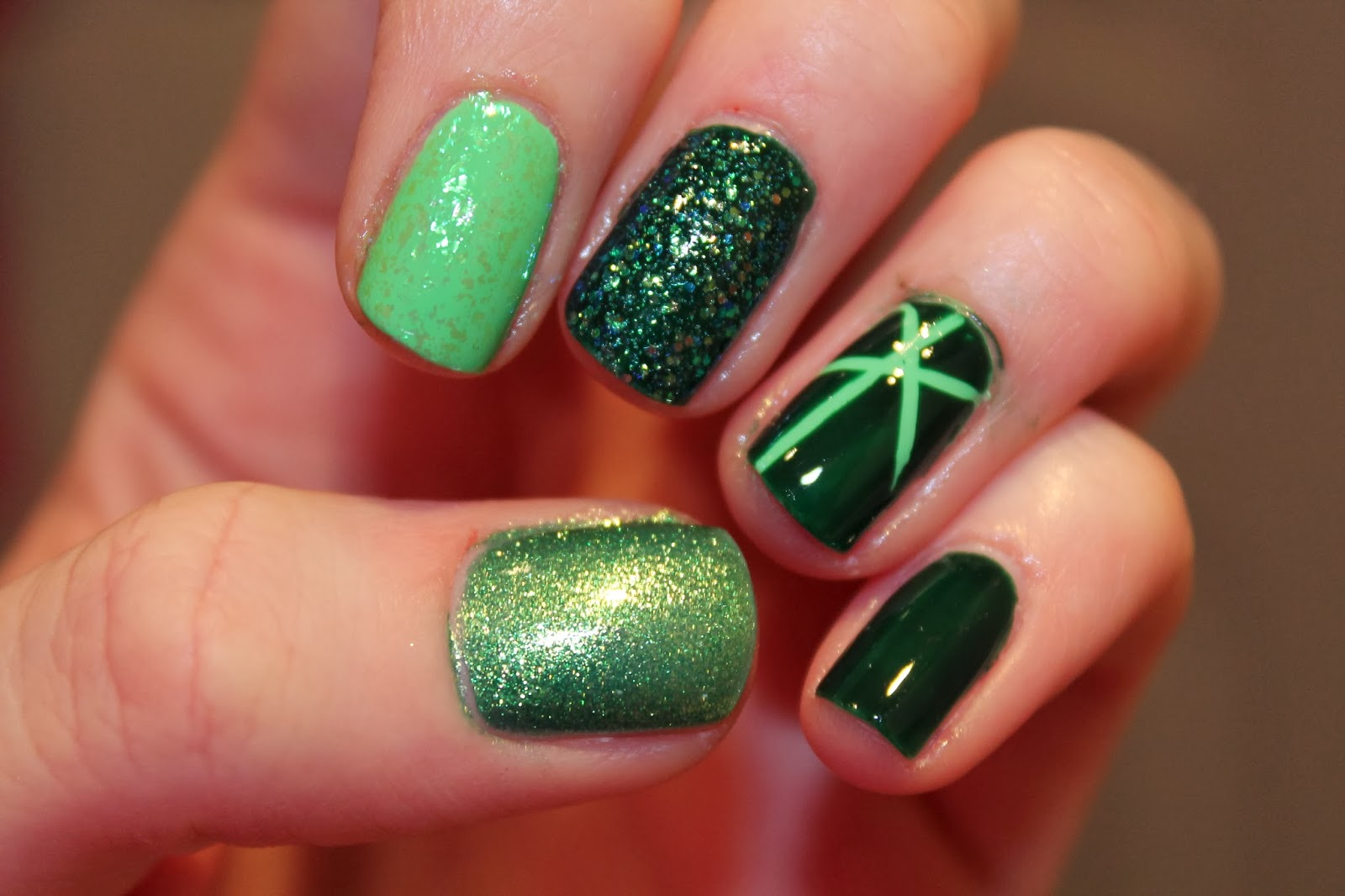 Nail Art Green Birthstone Peridot
