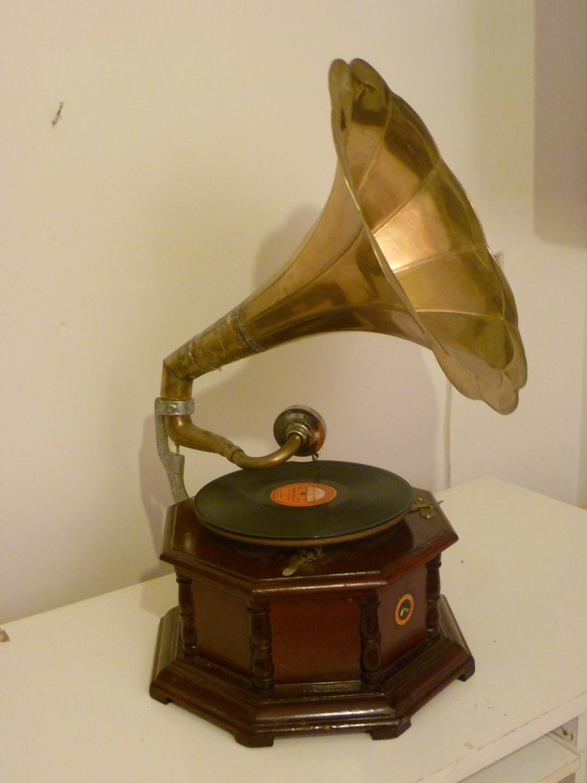 Mercatino delle pulci loreto grammofono - Pulci nel letto ...
