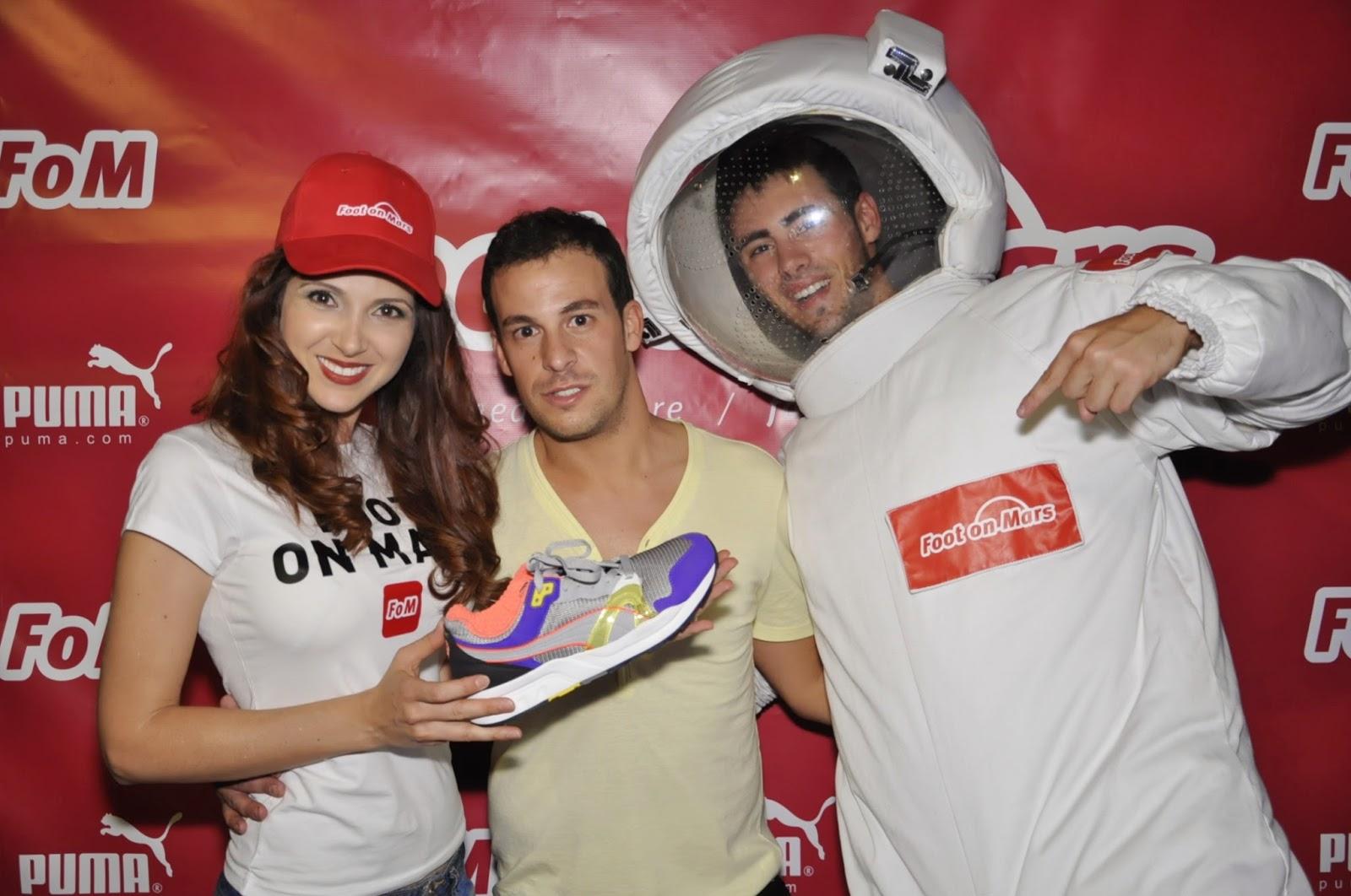 Photocall de la fiesta de Foot on Mars en canterbury Salamero en Zaragoza. Fotógrafo, azafatas y animador de Makoondo Marketing y Eventos Zaragoza.