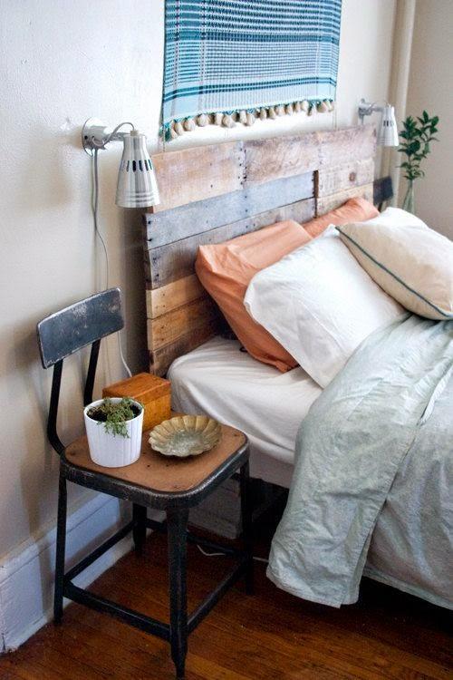 Silla industrial en dormitorio