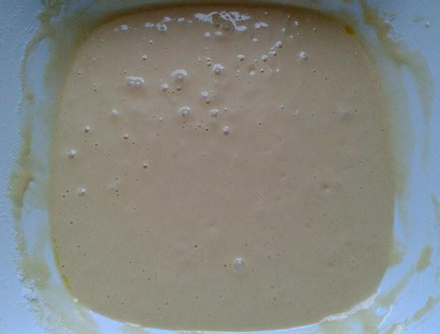 Batimos los huevos, yogur y azúcar