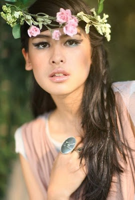 Foto Model Maudy Ayunda