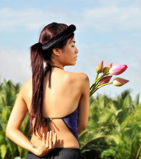 Vẽ đẹp Phụ Nữ Việt xưa với áo yếm lụa 2