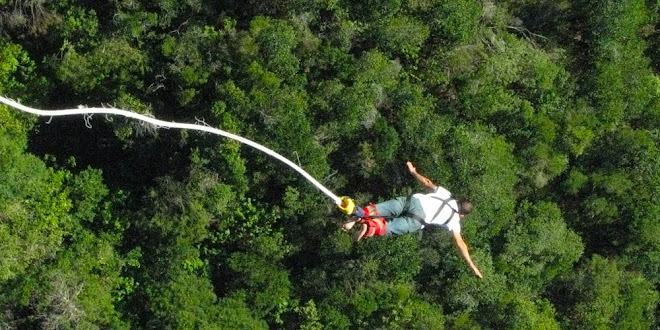 Bungee jumping, Bloukrans Bridge, South Africa